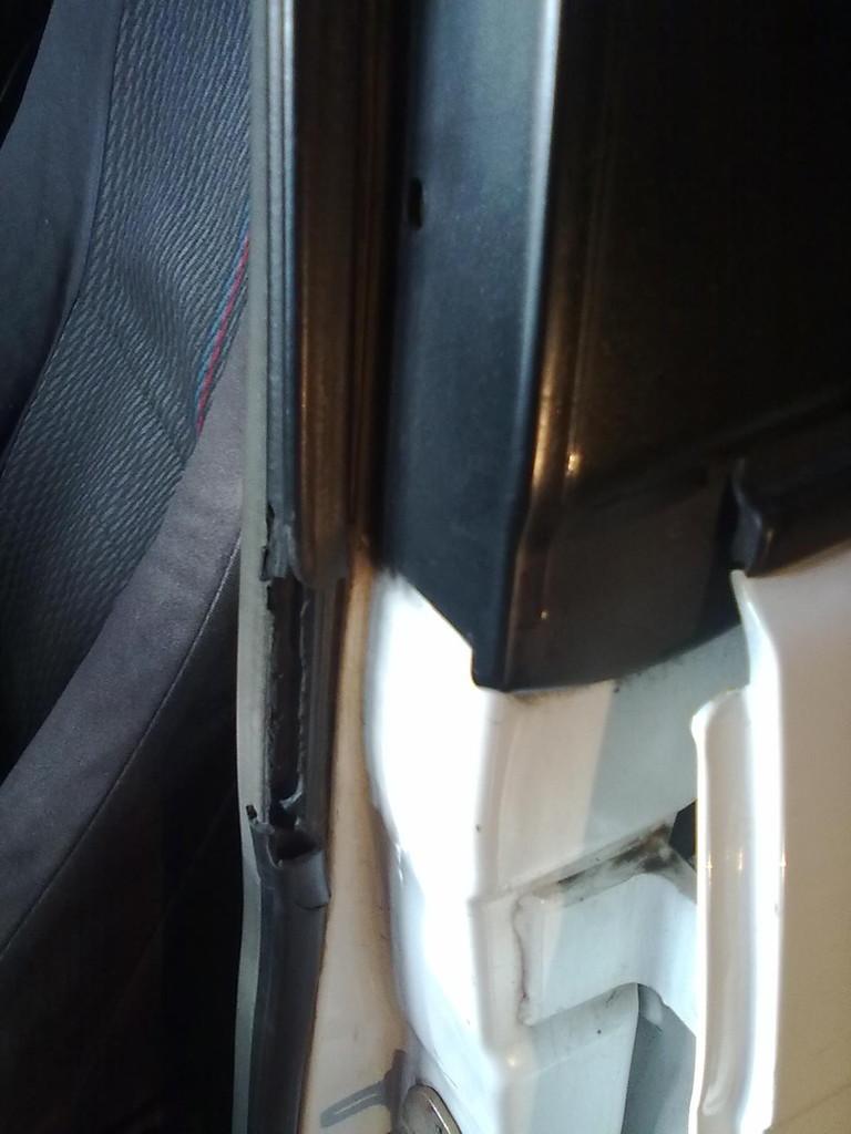 1.Első ajtók kéder gumi cseréje