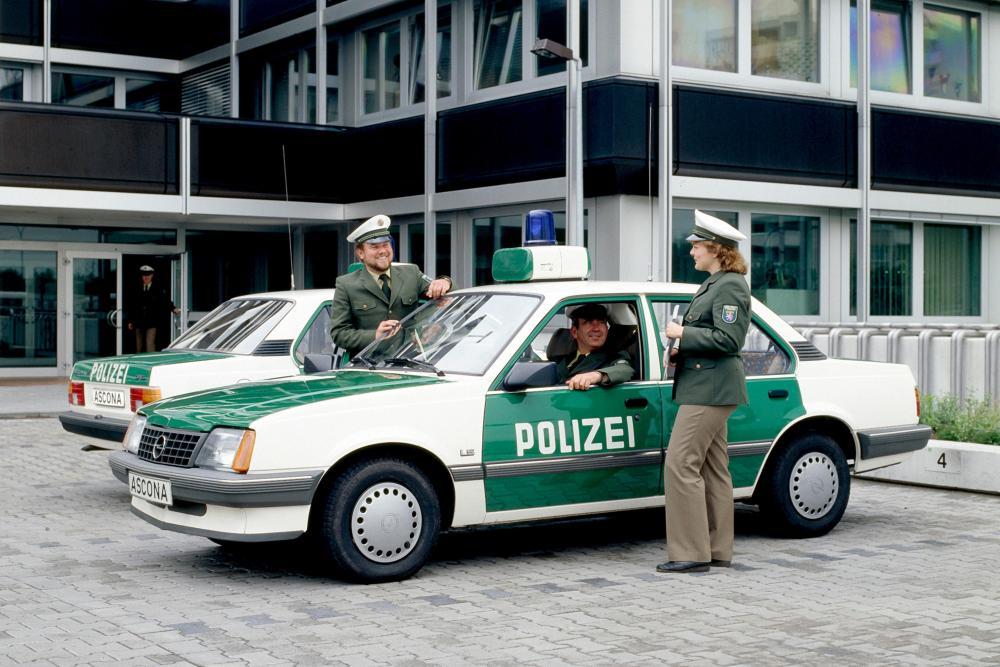 07-Opel-Ascona-Polizei-291100.jpg