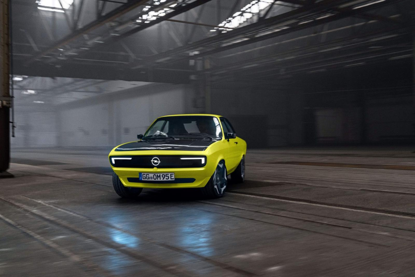 24_Opel-Manta-GSe-ElektroMOD-515658 (Large).jpg